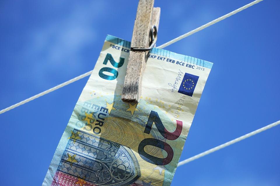 Meldplicht bij grote contante betalingen: hoe zit dat?